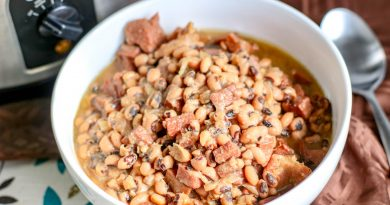 featured image showing the finished black eyed peas ready to eat.