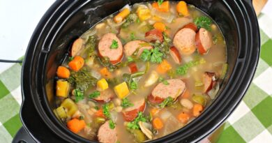 Featured image showing the finished crockpot white bean soup.