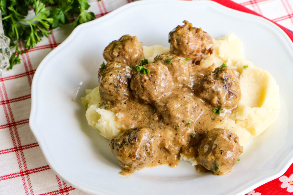 Featured image showing the finished Swedish meatballs in the crockpot ready to eat.