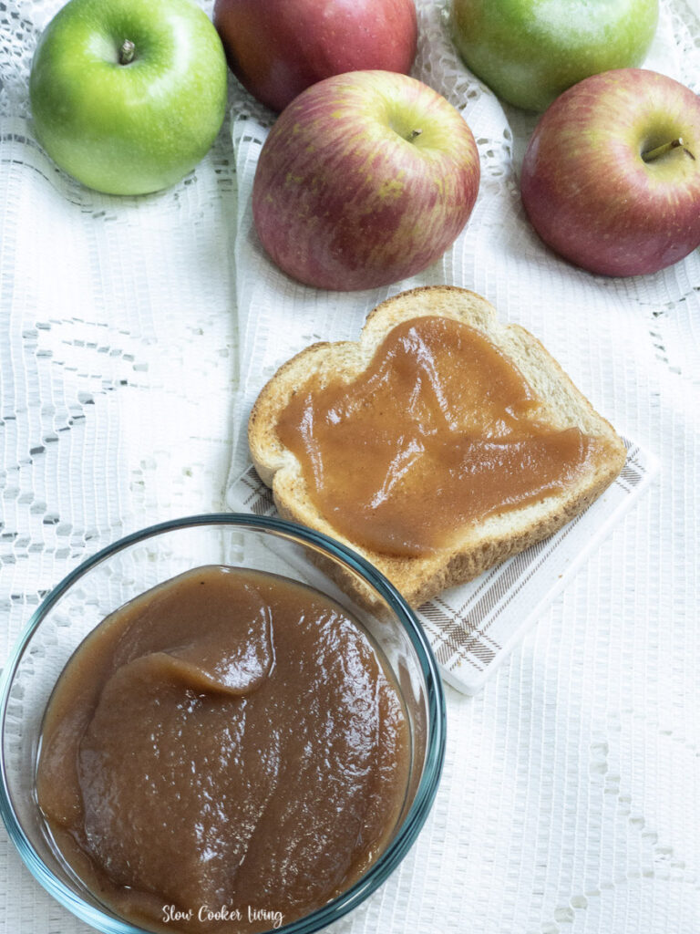 Here we see the finished slow cooker apple butter on toast ready to be served.