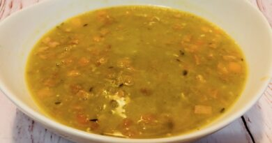 Featured image showing the finished split pea soup in the crockpot finished and ready to eat.