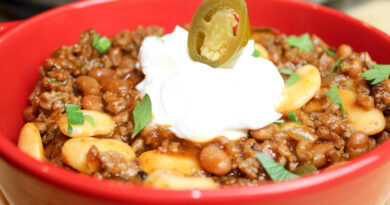 Featured image showing the finished crock pot cowboy beans ready to eat.